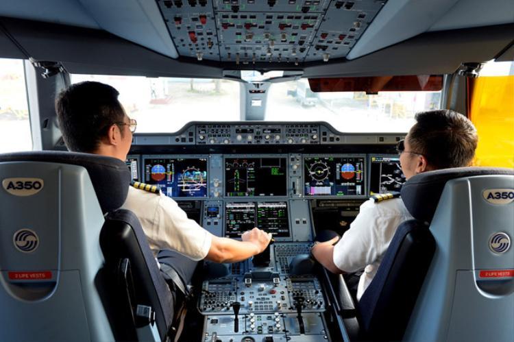 Phi công Vietnam Airlines được tăng lương từ 1/6. Ảnh: Hoàng Hà.