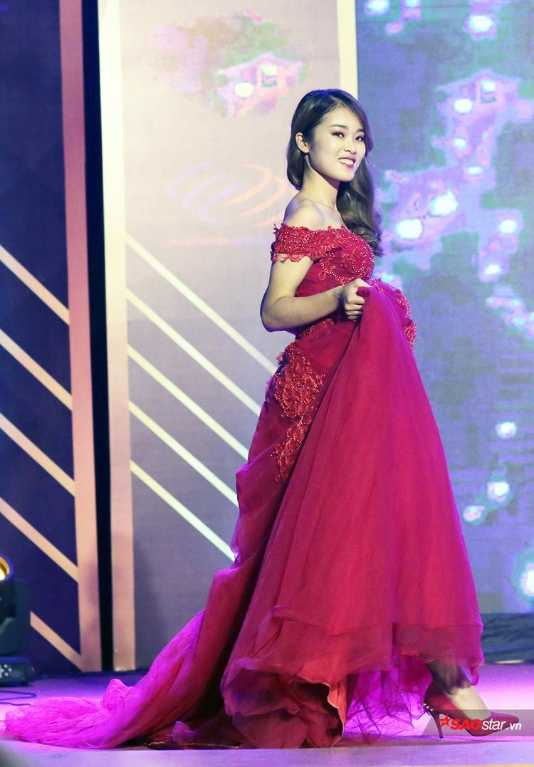 Nữ sinh mặc trang phục dạ hội đẹp nhất Nguyễn Hồng Thu có nét đẹp trưởng thành
