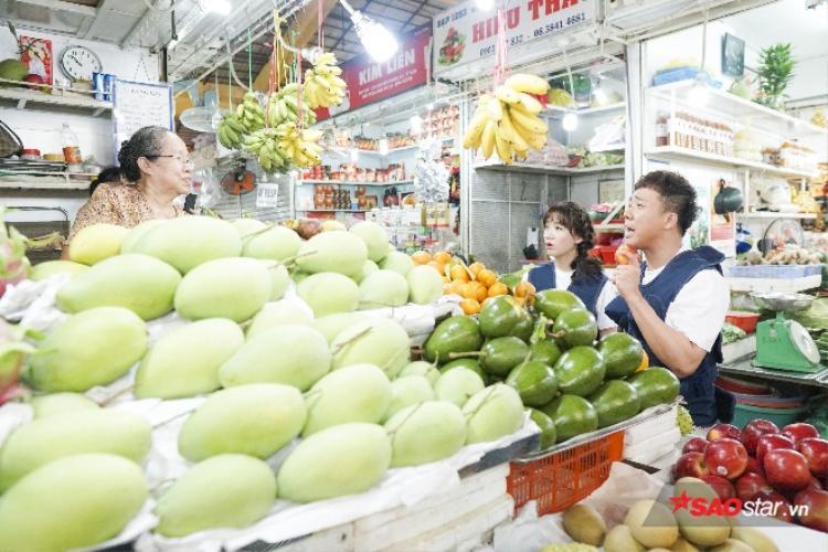 """Gương mặt đầy biểu cảm của gia đình Việt - Hàn khi thực hiện """"Khổ nhục kế""""."""