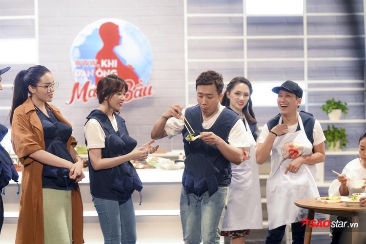Đây là biểu cảm của gia đình Việt Hàn khi đội bạn có món ăn chuẩn nhà hàng.