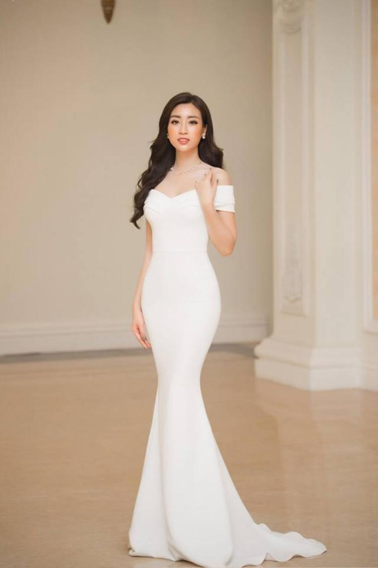 Ngay lập tức, nhiều người đã nhanh chóng nhận ra, bộ cánh này đã từng được Đỗ Mỹ Linh mặc rất đẹp trước đó khi tham dự sự kiện.