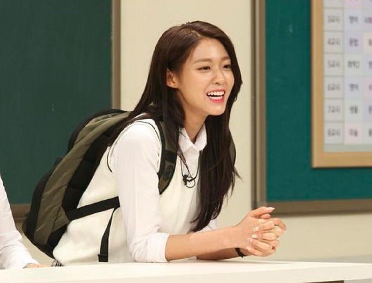 """""""Bạn có thể tìm từ khóa 'chế độ giảm cân của Seolhyun' trên mạng và tất cả các kết quả tìm kiếm đều không phải sự thật"""" - Seolhyun cho biết"""