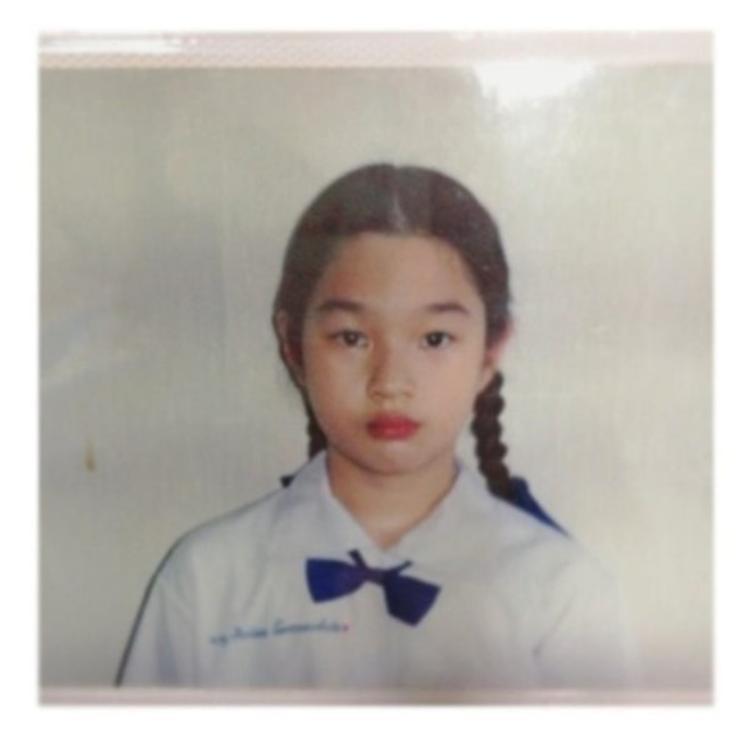 Thisa khi học tiểu học đã rất xinh xắn và đáng yêu.
