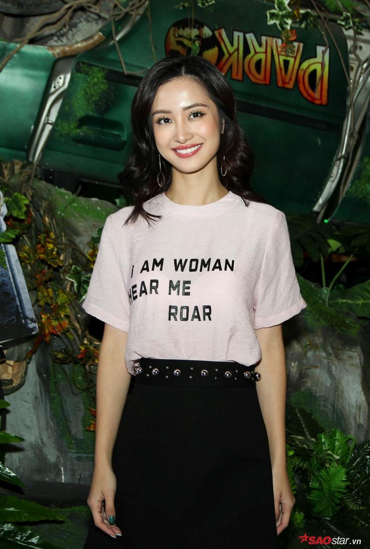 Cùng lúc đó, ngọc nữ mới của điện ảnh Việt - Jun Vũ thu hút ánh nhìn của truyền thông.