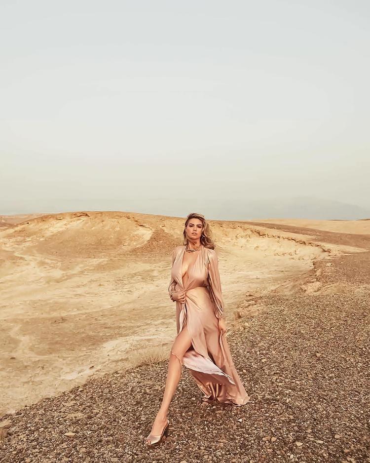 Trước đó, nữ hoàng nhạc pop Taylor Swift, người mẫu thế kỉ Stella Maxwell cũng từng vinh dự được tạp chí này bình chọn là phụ nữ nổi bật nhất năm.