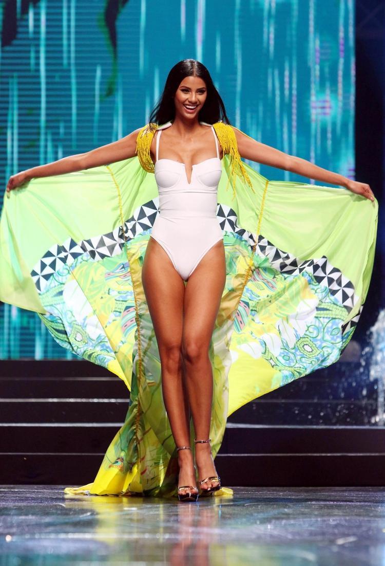 """8. Nam Phi: Hoa hậu Nam Phi 2018 Tamaryn Green ghi điểm với gương mặt xinh đẹp, nụ cười ngọt ngào và duyên dáng. Người đẹp sở hữu chiều cao 1m76, số đo 3 vòng lần lượt là 82 - 64 - 93 cm. Phải công nhận rằng cô sở hữu một hình thể """"trời phú"""" khiến nhiều cô gái phải ghen tỵ."""