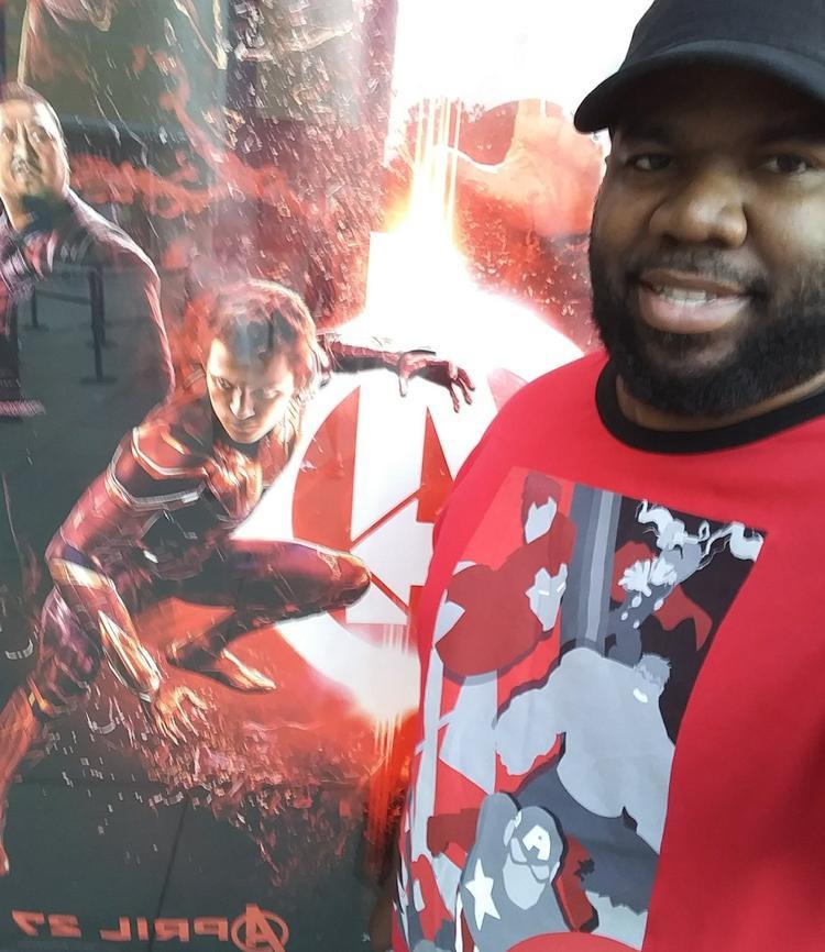 Có ai như anh chàng này không, xem Avengers: Infinity War tận hơn 40 lần