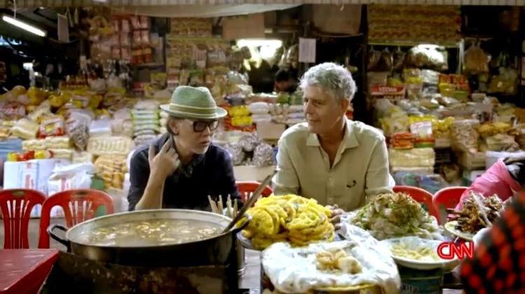 Đầu bếp Bourdain từng chia sẻ ông cảm thấy rất hạnh phúc khi được thưởng thức các món ăn đường phố, cho dù là ở Mexico hay Việt Nam.