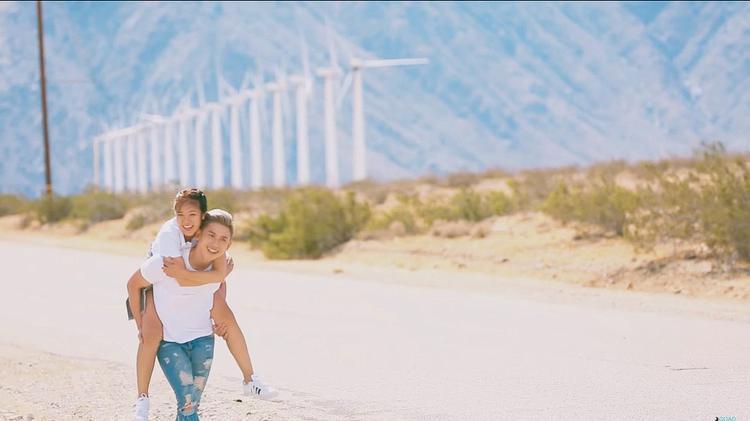"""Được thực hiện tại nơi mệnh danh là """"có mùa hè rực rỡ nhất thế giới"""", MVMột ngày tháng 6sở hữu những frame hình đẹp và ngọt ngào nhất từ cặp đôi Mina - Đại Nhân."""