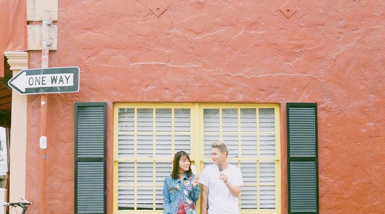 Tất cả khoảnh khắc, cử chỉ, ánh mắt trìu mến trong MV cũng chính là những gì mà Mina muốn được cùng trải nghiệm với anh chàng Việt Nam mình cảm mến tại California - nơi có mùa hè đẹp nhất dành cho các cặp đôi.