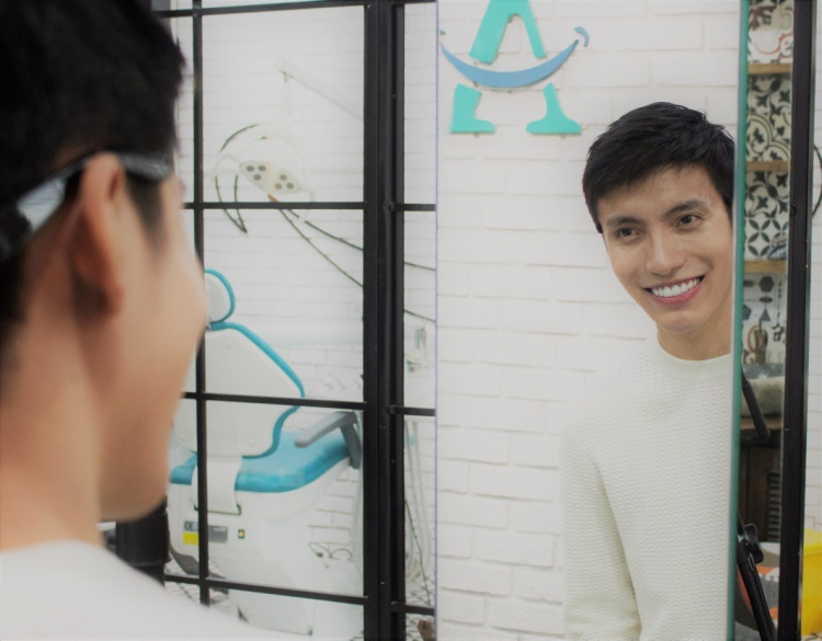 Sau khi làm răng sứ thẩm mỹ, giờ đây Kye Nguyễn có thể đa dạng hóa hơn phong cách của mình. Đặc biệt, giúp anh hoàn toàn tự tin trong giao tiếp với các đối tác.
