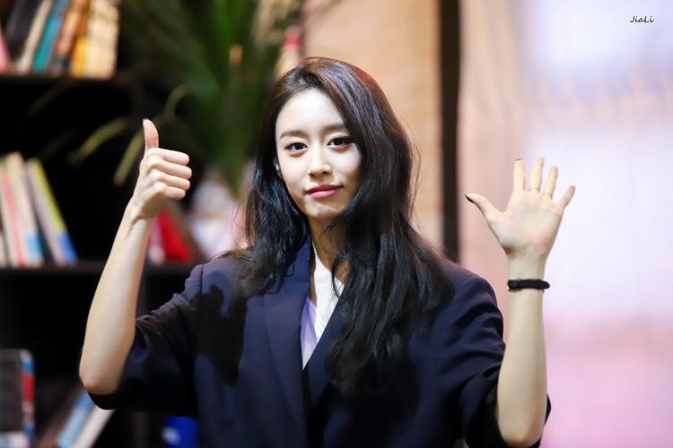 Khác với cô chị cùng nhóm, thay vì nấu ăn cho fan thì Jiyeon lại bí mật tự tay làm một món quà vô cùng đặc biệt. Đó là chiếc USB cho từng người, trong USB này sẽ có 1 clip Jiyeon ngồi vẽ, một đoạn thu âm Jiyeon chúc mừng sinh nhật bạn đó. Jiyeon chia sẻ bản thân cũng muốn dự sinh nhật các fan nhưng lại không thể nên mới dùng cách này.