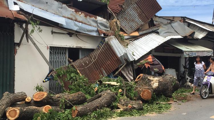 Nhiều đồ đạc bên trong căn nhà bị hư hỏng.