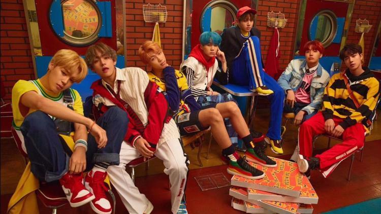Không thể ngừng tự hào: BTS trở thành boygroup Kpop đầu tiên có MV đạt 400 triệu views
