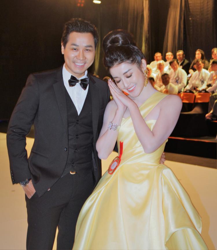 Á Hậu Huyền My lộng lẫy như công chúa bên MC Nguyên Khang tại sự kiện ở Myanmar