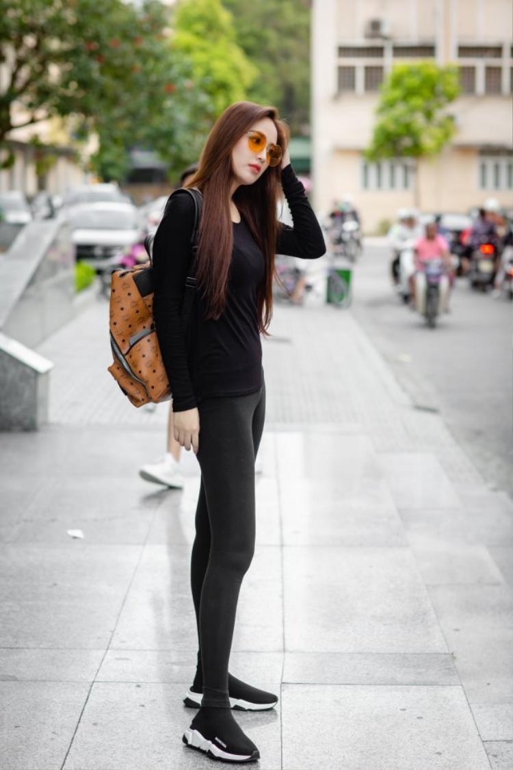 """Qua bao năm tháng, Mai Phương Thúy vẫn mắc lỗi khi diện kiểu quần legging bó sát này. Tham gia một sự kiện trong tuần, người đẹp khiến khán giả """"nóng mắt"""""""