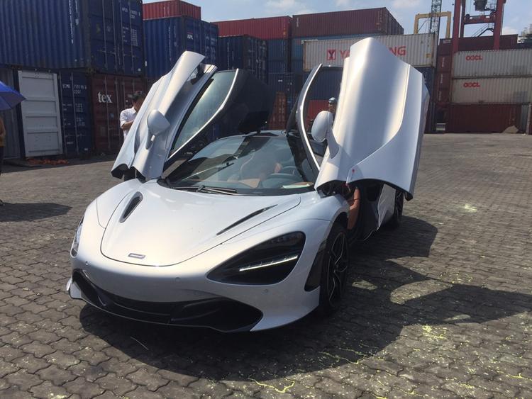Tháng 11 năm 2017, chiếc McLaren 720S đầu tiên đã được nhập về Việt Nam. Chiếc xe này có ngoại thất trắng và được cho là thuộc về một người chơi xe ở Quận 7, TP. HCM.