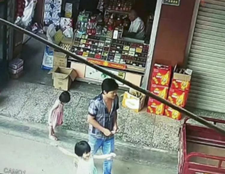 Chủ hiệu tạp hóa cho biết Wei có biểu hiện lạ lùng trong ngày sự việc xảy ra. Ảnh: News.163.com
