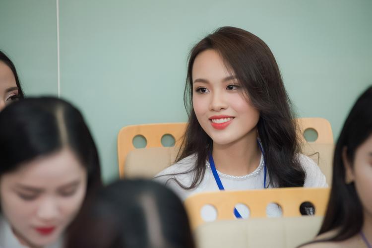 Thí sinh Huỳnh Phạm Thuỳ Tiên.