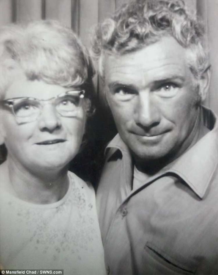 Cặp đôi bắt đầu hẹn hò vào những năm 1960 và kết hôn vào năm 1972.
