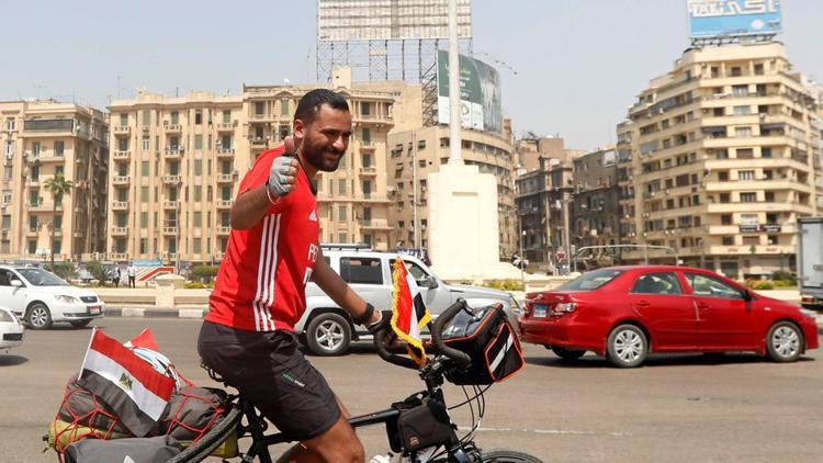"""Mohamed """"Ibn Nufal"""" Nufal sẽ vượt qua quãng đường 5.000 km để tới Nga xem trận đấu của tuyển Ai Cập. Ảnh: Reuters"""