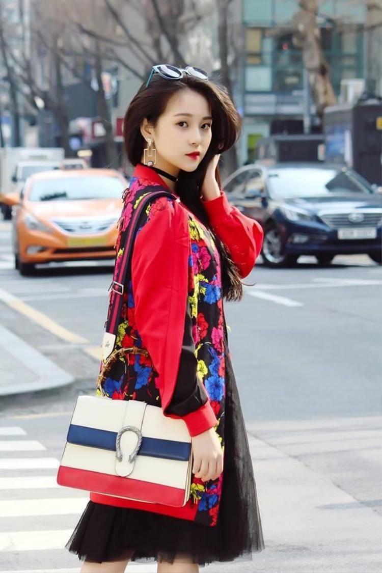 Dù theo phong cách quyến rũ hay trong sáng, trưởng thành hay ngây thơ, lạnh lùng hay ngọt ngào thì nhan sắc con gái Triều Dâng vẫn khiến nhiều người không thể rời mắt.