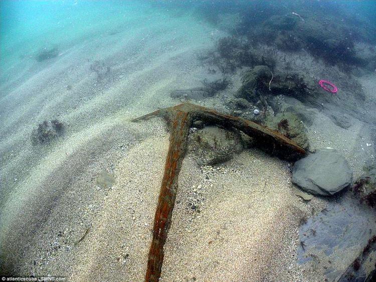 Chiếc mỏ neo được tìm thấy dưới lòng đại dương. Ảnh: SOUTH WEST NEWS SERVICE