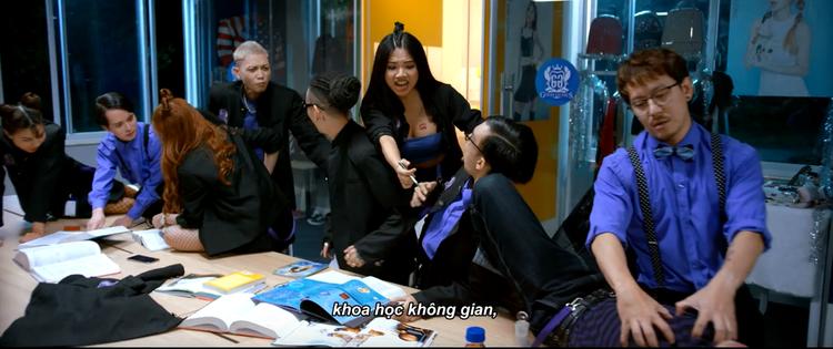 Hết bánh bèo yếu đuối, Hạ Anh làm chị đại trừng trị POM trong teaser Trường học bá vương