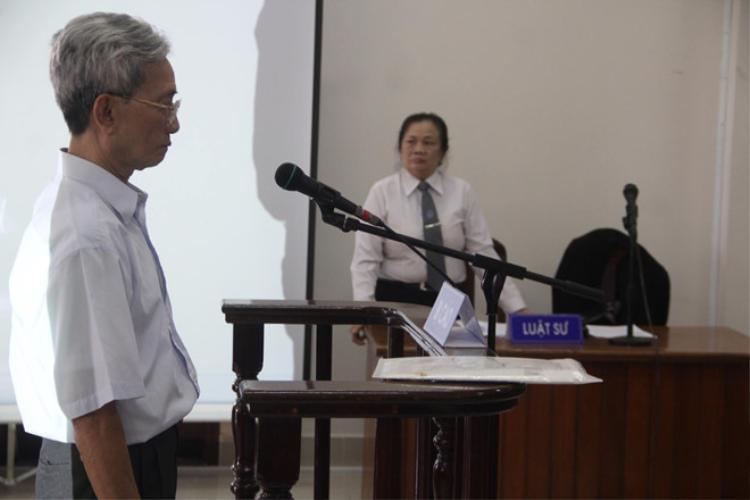 Ông Nguyễn Khắc Thủy tại phiên tòa sơ thẩm. Ảnh: Zing.