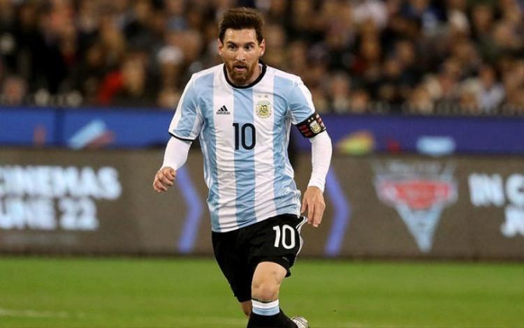 Messi hoang mang dưới áp lực thành tích của Maradona
