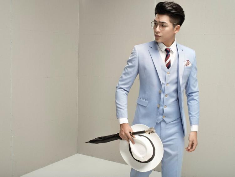 Yoon Trần không thể bảnh bảo hơn mỗi khi diện vest.