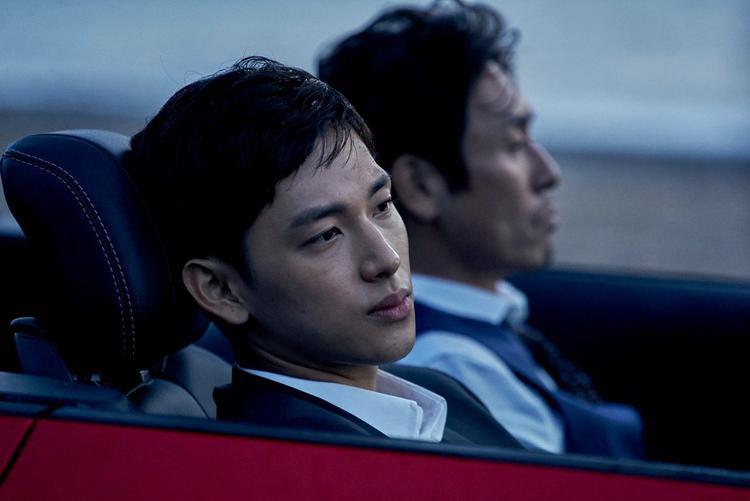 Được biết, visual của ZE:A hiện đang trong quá trình thực hiện nghĩa vụ quân sự, ấy thế mà nam diễn viên tài năng cũng không quên gửi món quà bất ngờ cậu em Hyung Sik.