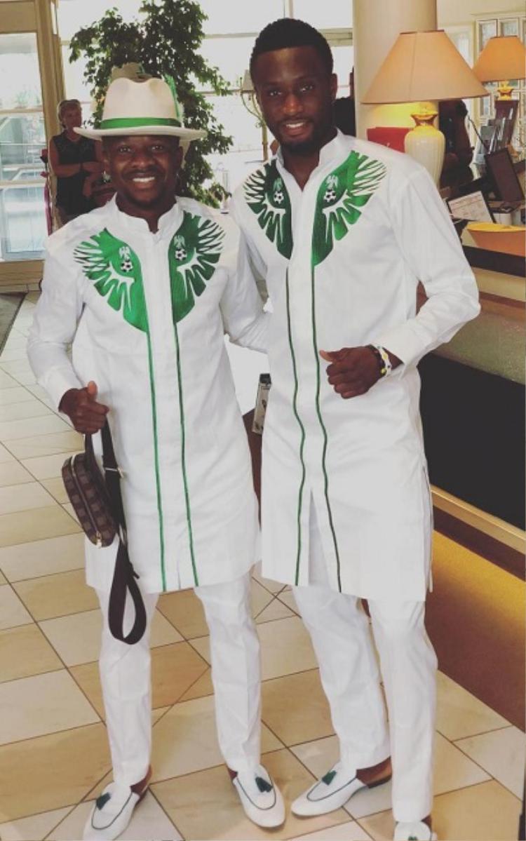 Đội trưởng John Obi Mikel cùng đồng đội trong trang phục của đội tuyển Nigeria.
