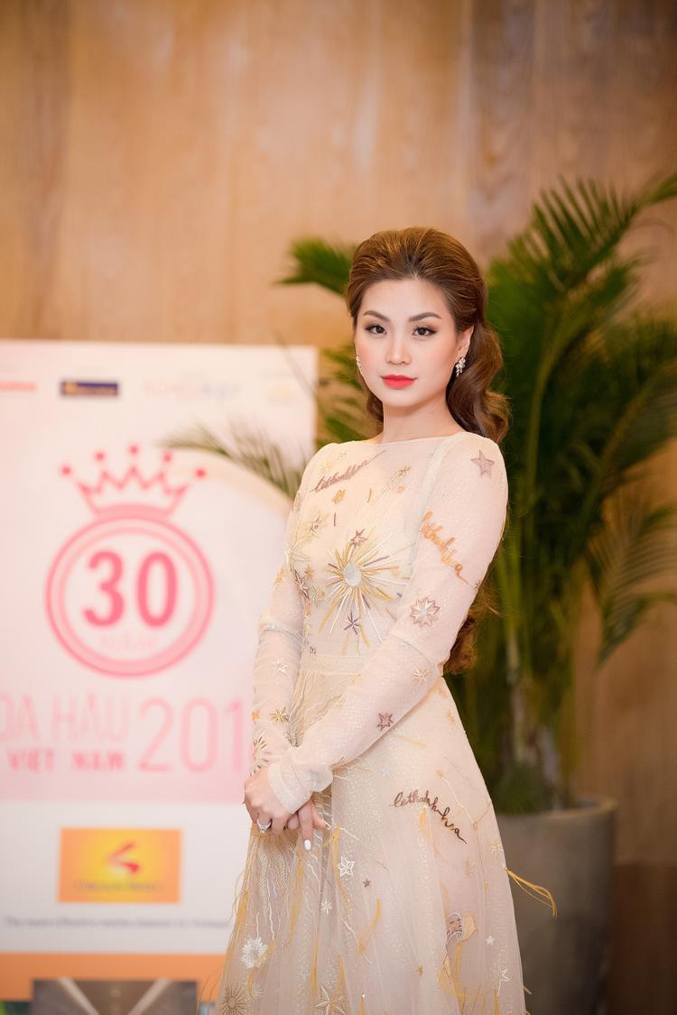Á hậu Diễm Trang khoe sắc quyến rũ trong thiết kế của nhà mốt Lê Thanh Hòa.