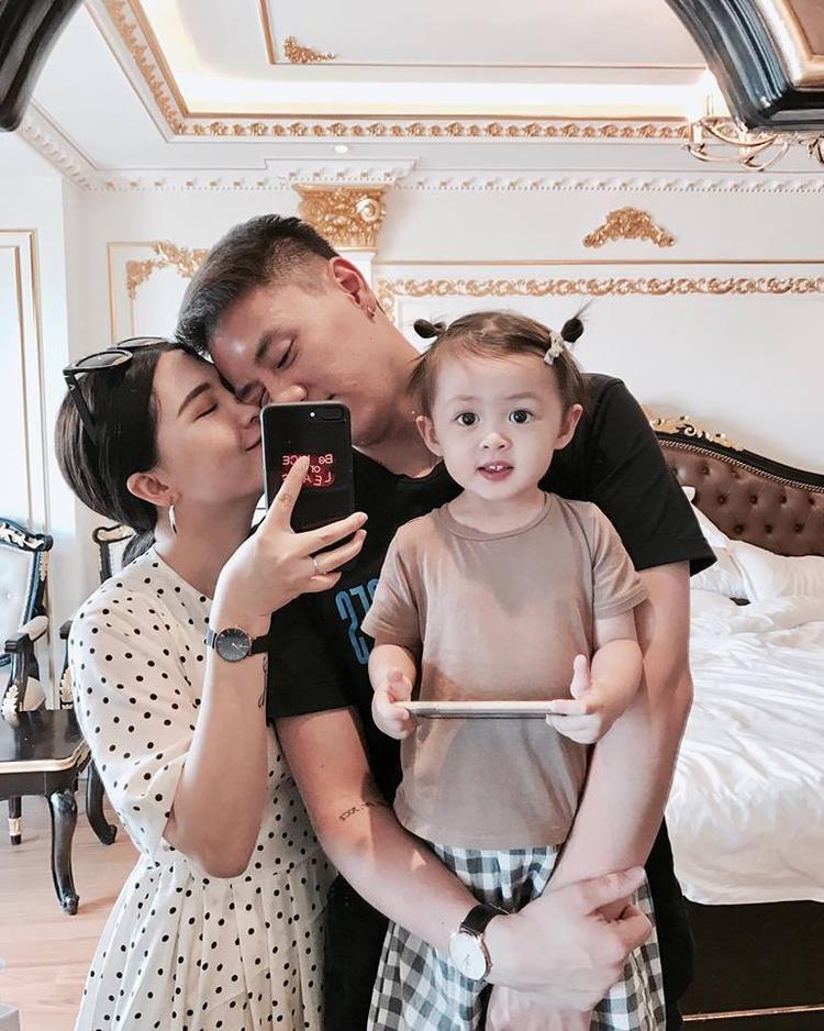 Gia đình nhỏ của Heo Mi Nhon trong chuyến du lịch Đà Nẵng vừa qua.