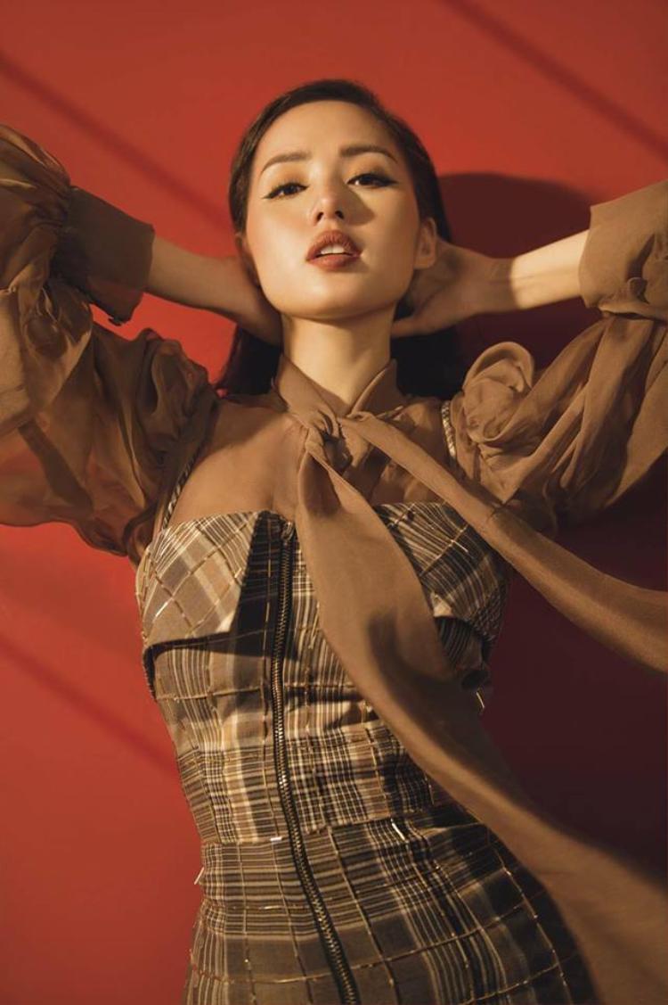 Từ hot girl Tâm Tít trở thành hot mom triệu người mê.