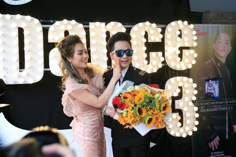 Và tất nhiên không thể thiếu sự góp mặt của bạn gái Quách Tuấn Du.