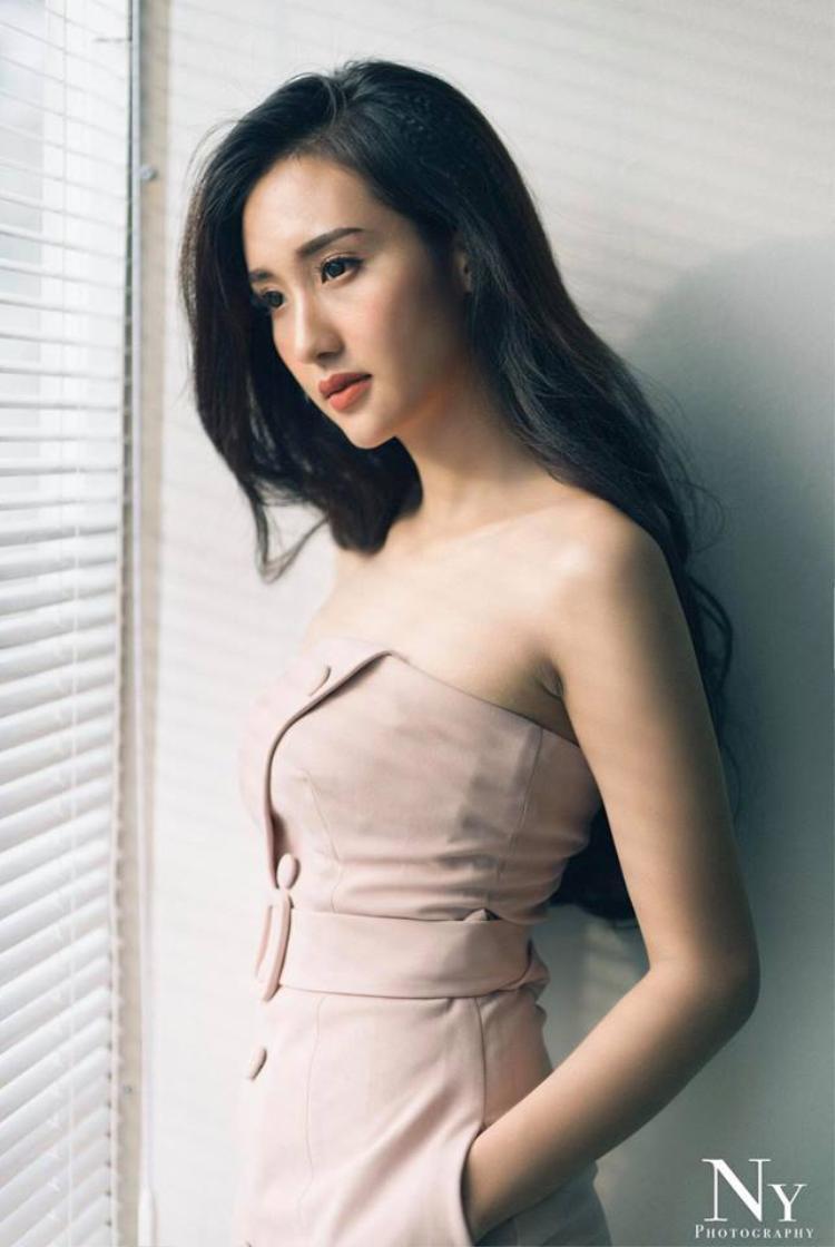 Nữ phụ xinh đẹp trong MV mới của Minh Hằng: Run và hồi hộp khi đóng cảnh nóng