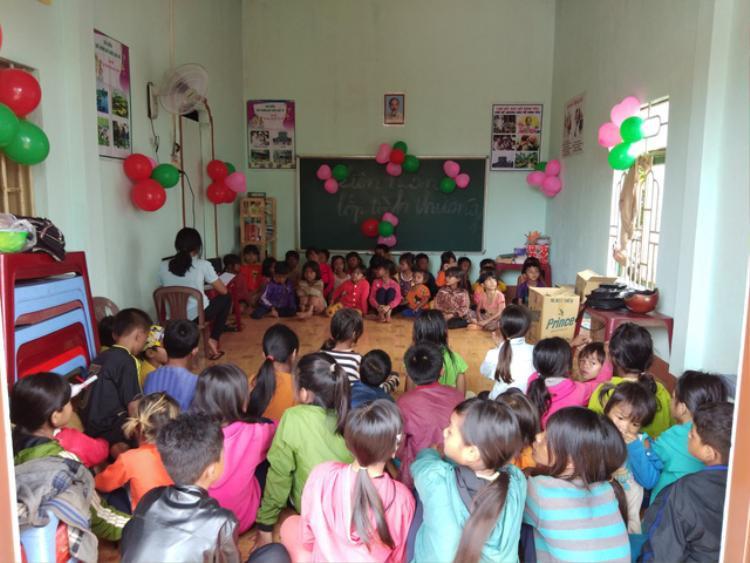 Số lượng học sinh trong làng đang tăng lên nhiều trong dịp hè.