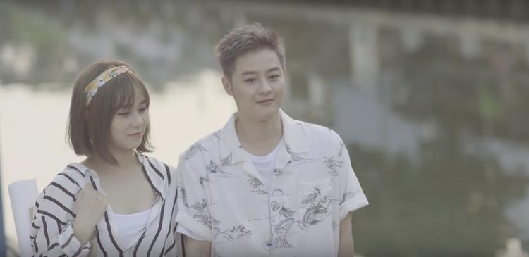 """Từ một cô nàng luôn vui vẻ và nhiều năng lượng, MisThy vào MV cùng Thanh Duy bỗng """"gái tính"""" lạ thường, nhẹ nhàng và """"deep"""" hơn rất nhiều."""