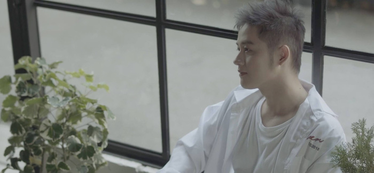 Hình ảnh trưởng thành của Thanh Duy trong MV.