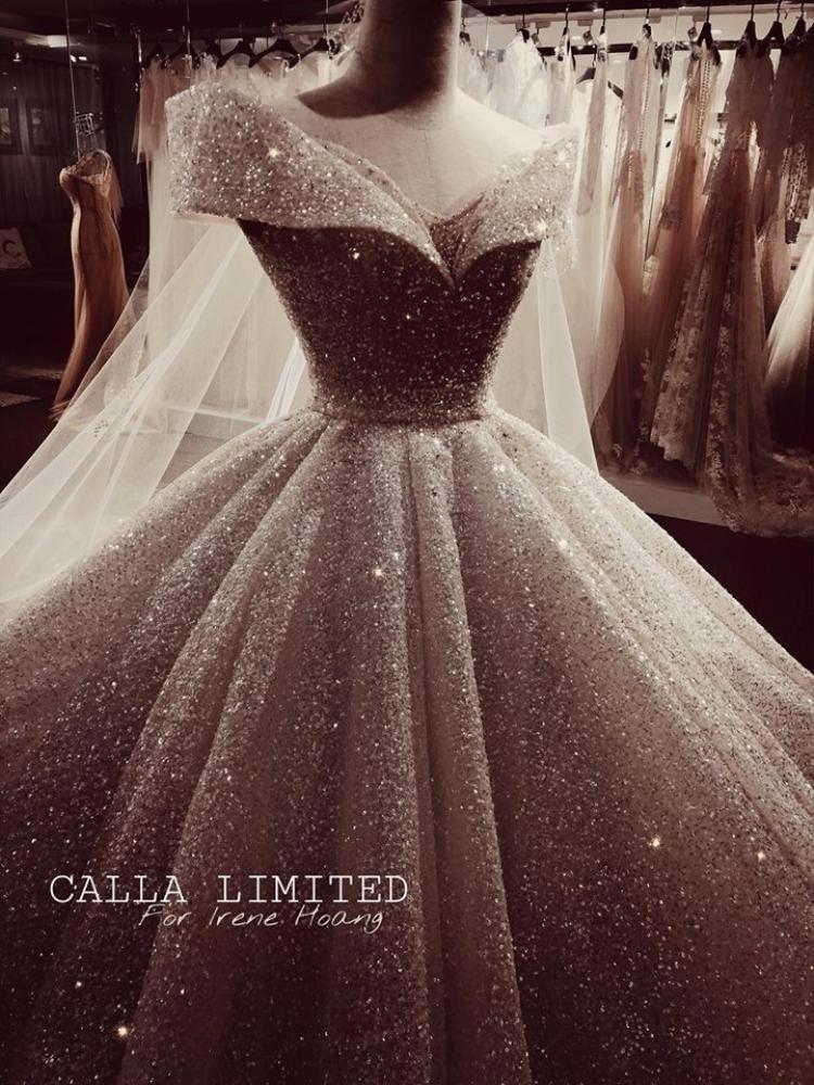 Và váy cưới thì siêu lung linh