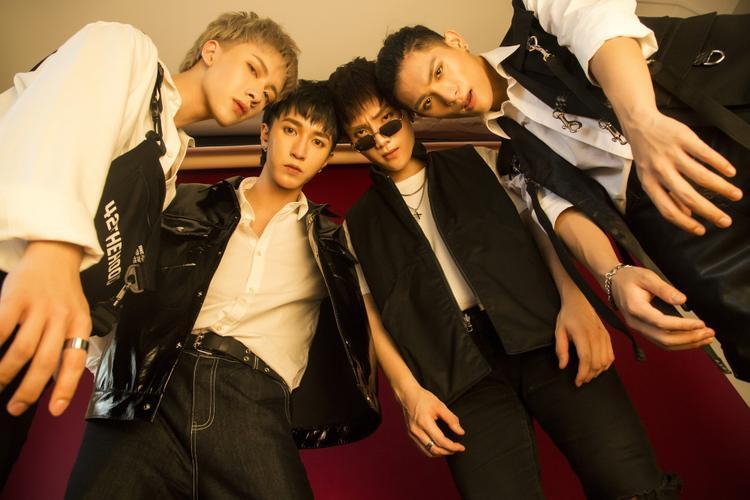 MV được đầu tư chỉn chu không thua gì các MV Hàn Quốc. Ca khúc ngay lập tức thu hút và lấy được điểm cộng từ khán giả nhờ giai điệu bắt tai, có chiều sâu trong ngôn ngữ và cao trào rõ ràng hấp dẫn được người xem.