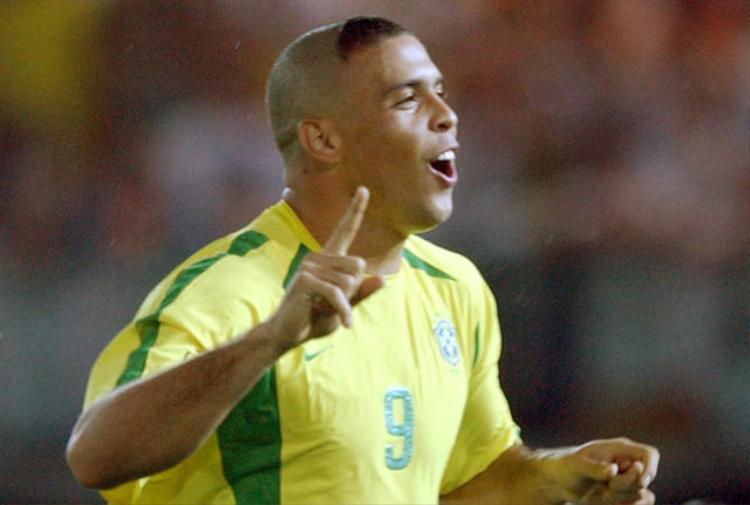 4. Ronaldo - ĐT Brazil: World Cup 2002.