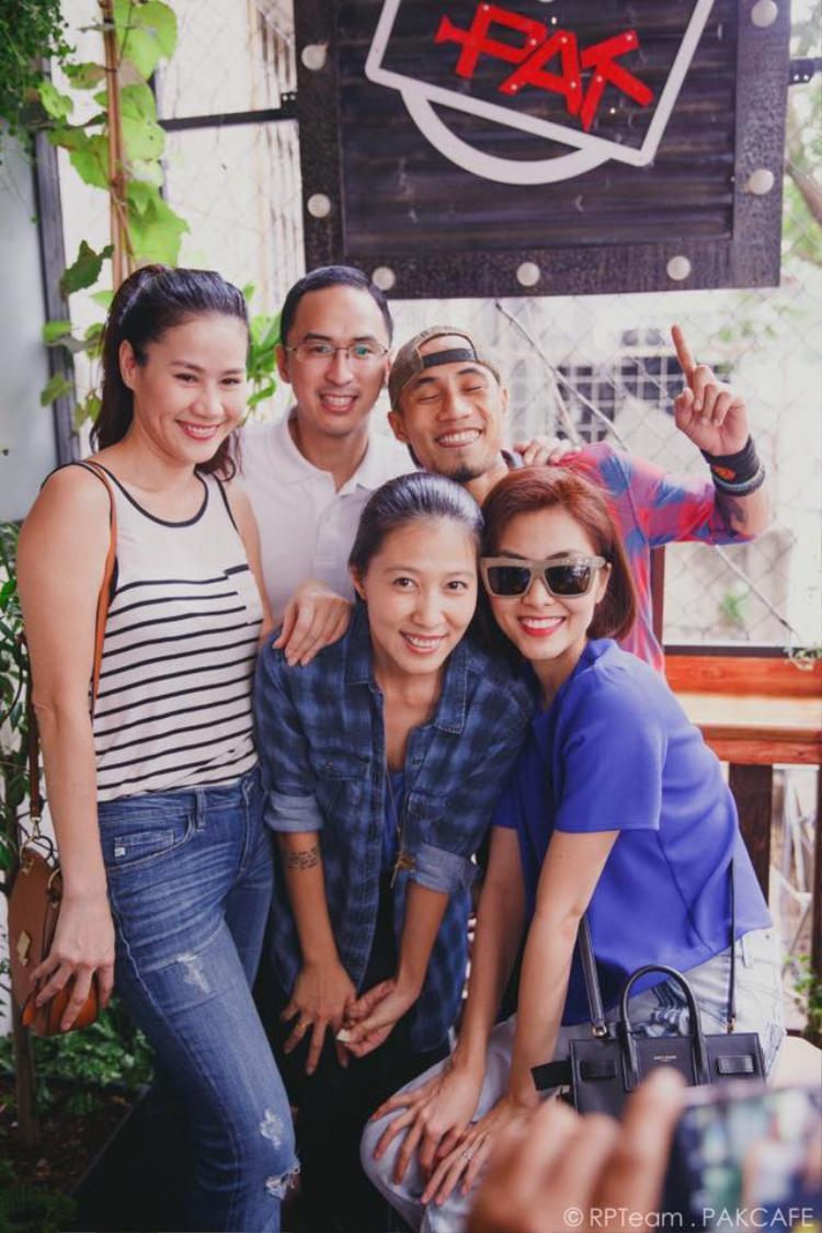 Khi scandal của Phạm Anh Khoa nổ ra, hội bạn thân đã luôn bên cạnh động viên, an ủi Thuỳ Trang cố gắng vượt qua sóng gió.