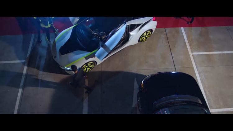 """BMW i8 là mẫu xe điện đặc biệt thuộc dự án """"Project i"""" của BMW.Xe được trang bị cụm pin lithium-iondung lượng 7,1 kWh, cho khả năng đi hết quãng đường 37 km với mỗi lần sạc mà không cần dùng tới động cơ xăng."""