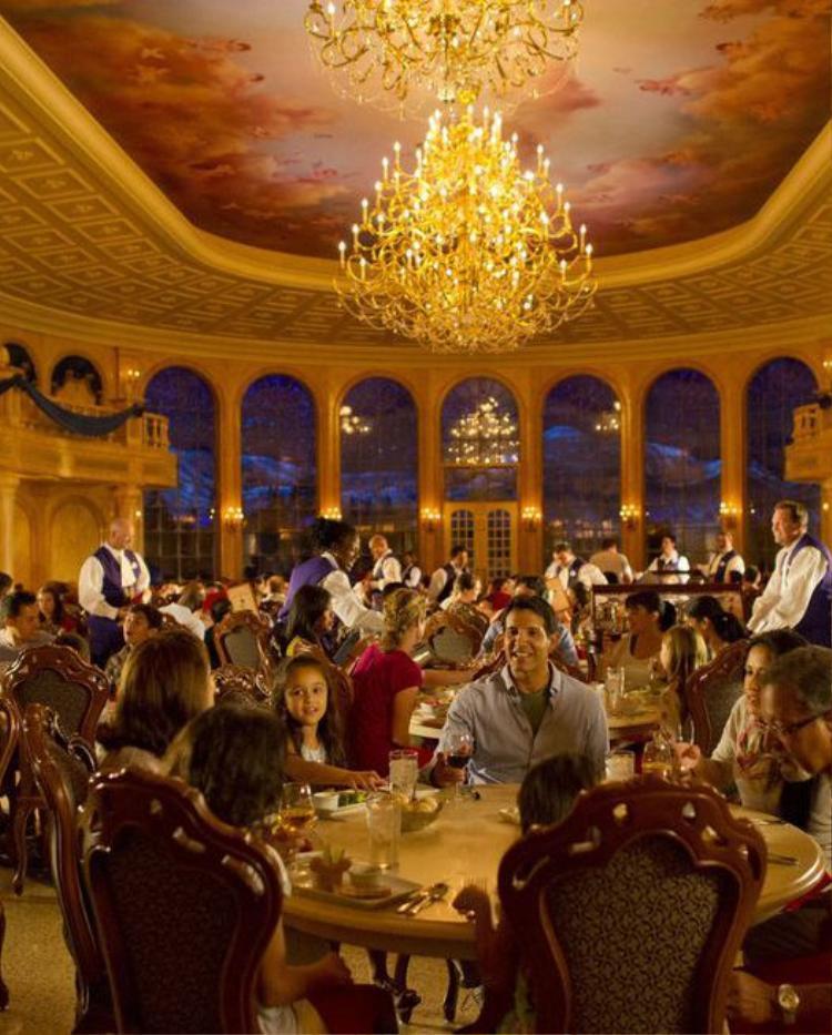 8 nhà hàng dù cạn ví nhưng các ông bố bà mẹ vẫn nhất quyết cho con cái ghé thăm khi tới Disney World
