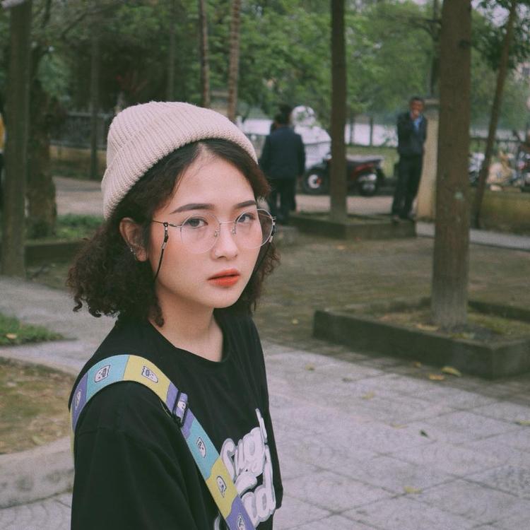 """Lê Na chỉ sở hữu chiều cao """"khiêm tốn"""" 1m56 nhưng với phong cách thời trang vô cùng đa dạng và cá tính, cô bạn luôn trở thành tâm điểm chú ý giữa đám đông."""