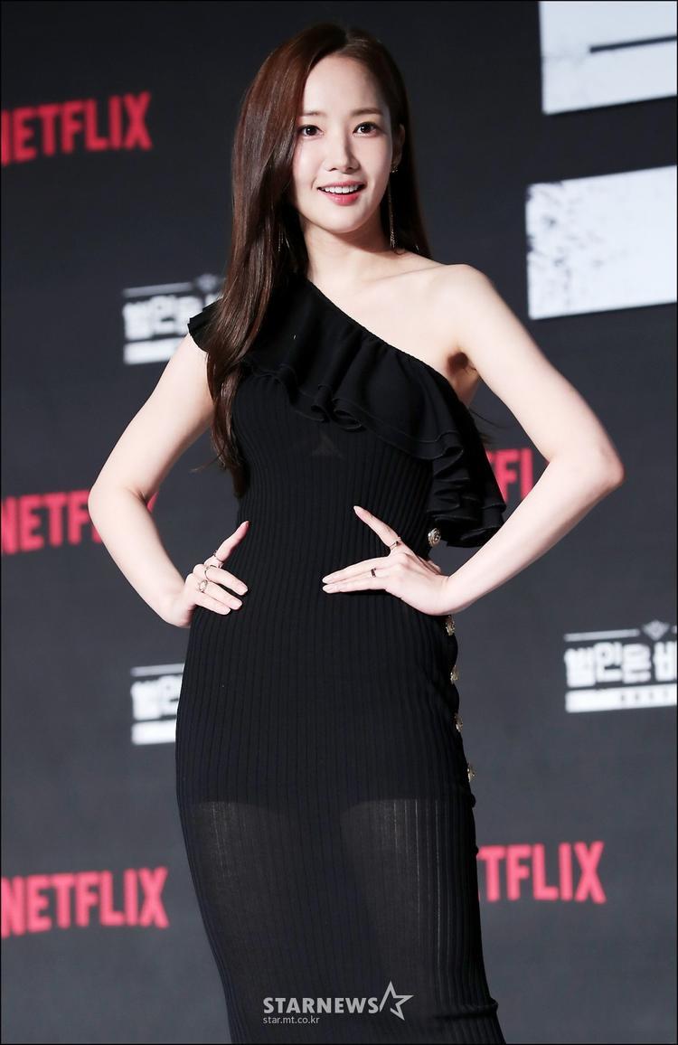 Khuôn mặt rạng rỡ, không tì vết của Park Min Young khiến mọi cô gái đều ao ước.