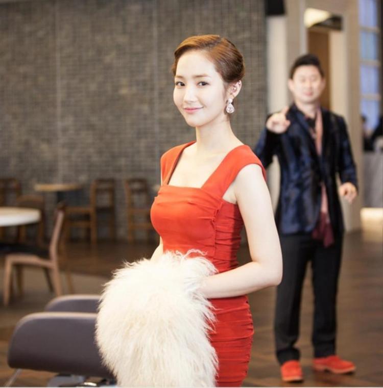 """Năm 2015, Park Min Young trở thành đối thủ đáng gờm của nhiều mỹ nhân showbiz khác khi xuất hiện với nhan sắc """"đỉnh cao"""" trong bộ phim Healer."""